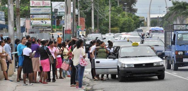 Image result for Fenatrano realiza paro de transporte en la 27 de Febrero