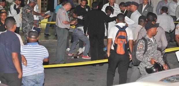 Un hombre se lanzó anoche desde el piso 14 del […]