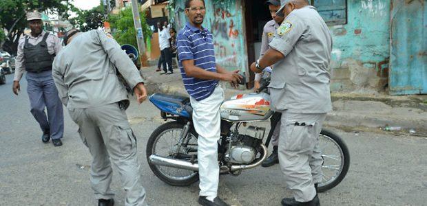 SANTO DOMINGO (EFE).- La Policía apresó a 1,582 personas en […]