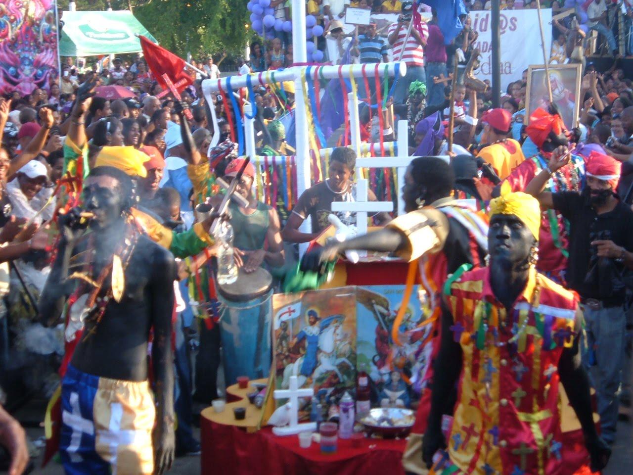 Haitianizacion: Haitianos realizan fiestas gaga en Plaza España Sto. Dog. Gobiernos Francia y RD Apoyan! VIDEO