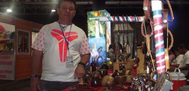 Santo Domingo.-Alberto cabrera artesano de la Zona Oriental que participa […]