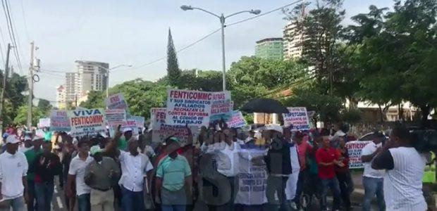 SANTO DOMINGO.- Centrales sindicales de trabajadores realizan un piquete frente […]