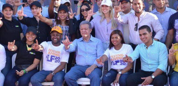 Santo Domingpo.DN. El expresidente de la Repúblicas doctor Leonel Fernández […]