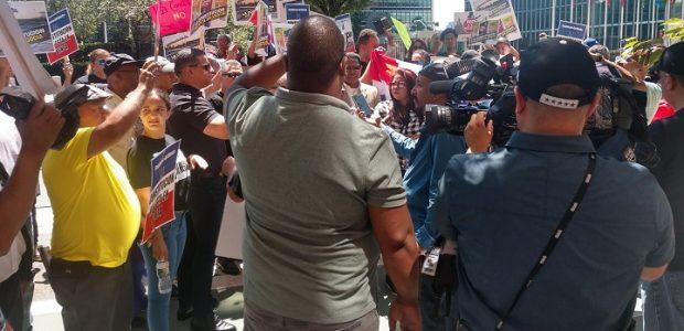 """NUEVA YORK.- Al grito de """"no reforma a la Constitución"""", […]"""