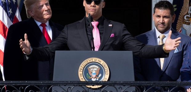 Spread the love El novato dominicano Juan Soto, fue invitado por el presidente de los Estados Unidos, Donald Trump, para que ofreciera unas palabras durante la visita de los Nacionales […]