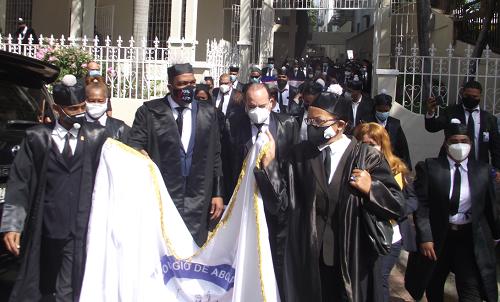 Spread the love SANTO DOMINGO.-Miembros del Colegio de Abogados protestaron frente al Palacio Nacional en reclamo de que se convoque al Consejo Nacional de Magistratura para que se sustituya al […]
