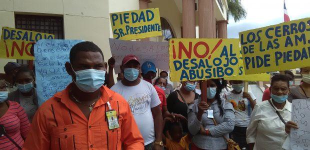 Spread the love Un grupo de personas del sector Los Cerros de las Américas, ubicado en la avenida Ecológica, próximo a la Ciudad Juan Bosch, protestó este lunes frente al […]