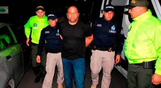 Spread the love Medios internacionales informaron este jueves queCésar Emilio Peralta, también conocido comoCésar el abusador,habría estado involucrado en la muerte de un colombiano extraditable, hecho ocurrido en la cárcel […]